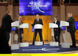 Rolf-Dieter Krause: Moderation des Europa-Forums (Foto: WDR/Herby Sachs)
