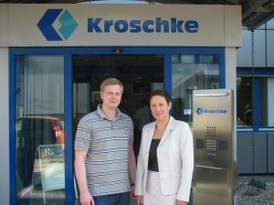 Doreen Ullrich (r.) und Julien Kurtius (l.) (Foto: Kroschke sign-international GmbH)